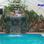 basen z kaskadą i ścianką wspinaczkową