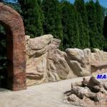 sztuczna skała-ogrodzenie
